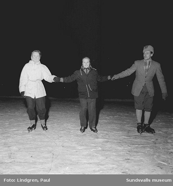 """""""Äldre"""" på hal is."""