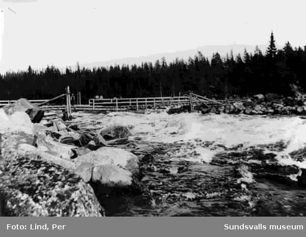Alby 1898. Ljungan med hängbro, troligen byggd med anledning av kanalbygget.