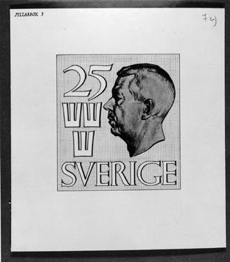 """Bidrag till 1951 års tävling om ny frimärkstyp med Gustaf VI Adolfs porträtt. Fotorepro av konungens porträtt efter David Tägtströms teckning. Konstnär: William Peterson, med motto:  """"Pillarbox"""". """"Pillarbox 3"""". Valör 25 öre."""