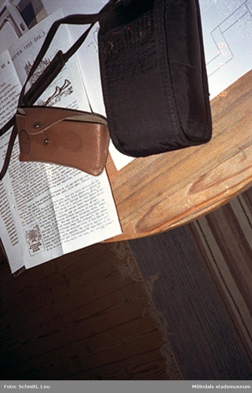 Del av ett bord. Fotodokumentation vid  Gunnebo slott, september-oktober 1995.