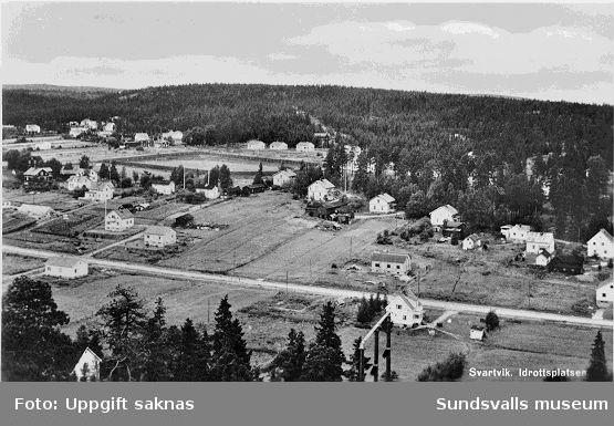 Vy över Svartvik och idrottsplatsen.