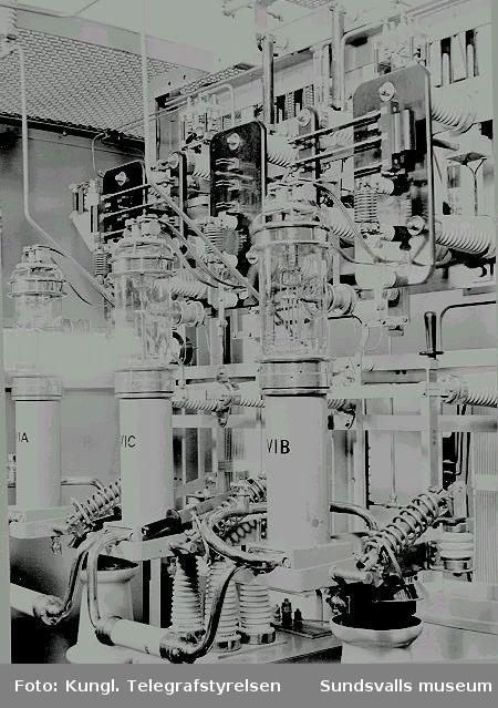 Interiör från radiosändaren, LF-steg 2 med rörtyp 30/200 A. Rundradiostationen i Ljustadalen, 1949.