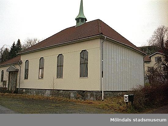 Framsidan av f.d. Metodistkyrkan, Sidensvansen 2, sedd från väster. Oktober 1998 - januari 1999.