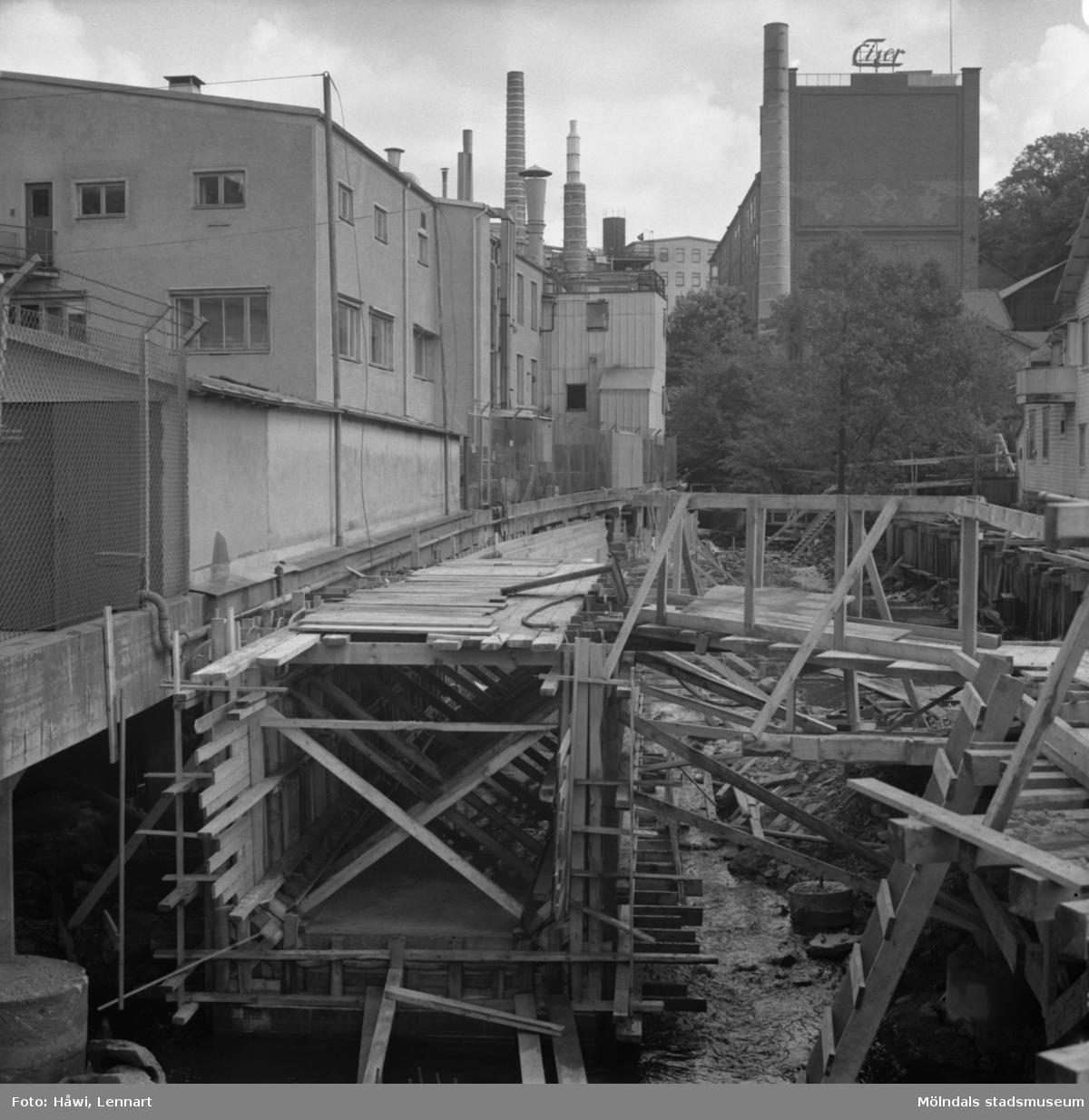Mölndalsån uppströms Forsebron. Mölndal, 16/8 1963.