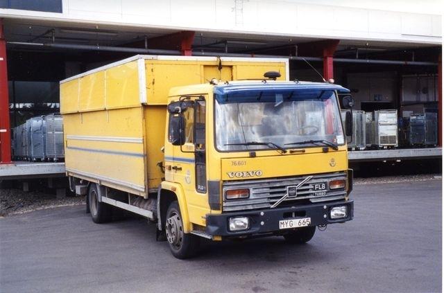 76.601 Volvo FL611 -86 H/S tak Äldsta FL-Volvon i vagnparken. Tillhörde ursprungligen Postens adressregister (PAR) i Årstadal.
