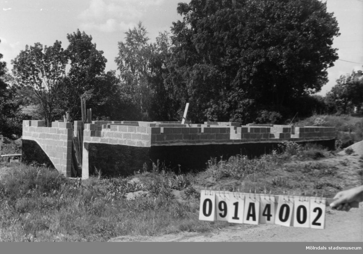 Byggnadsinventering i Lindome 1968. Hällesåker 2:3. Hus nr: 091A4002. Benämning: grund. Tillfartsväg: framkomlig.