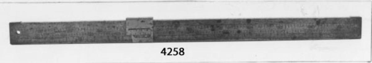 Mått- och viktsticka, av trä. Från 1800-talets slut.