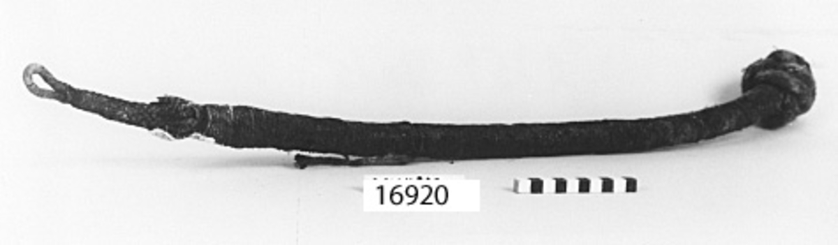 Klätt tågvirke, ena sidan pyntning, andra sidan avslutas med dubbel fallrepsknop.
