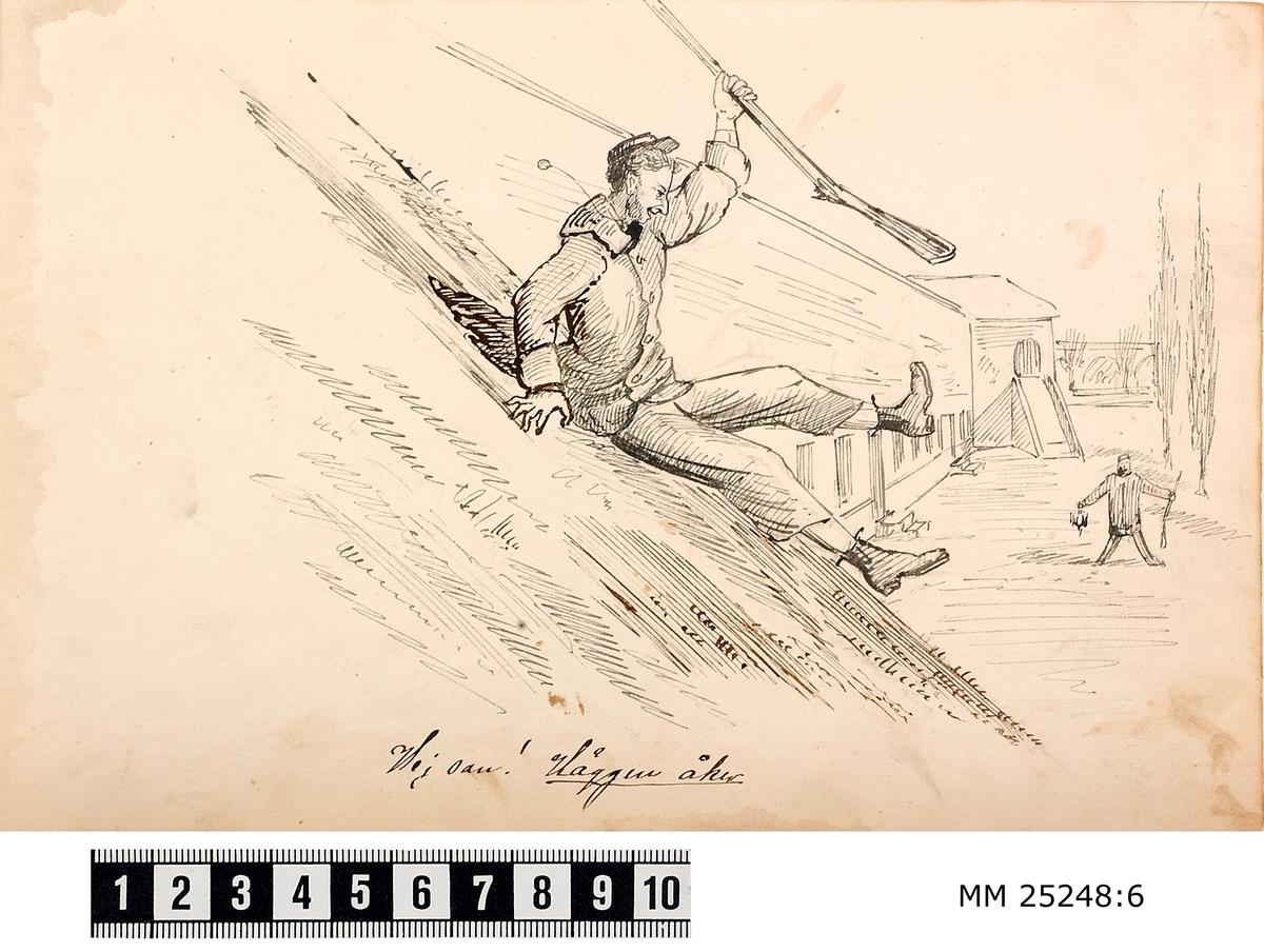 Pennteckning med en soldat som åker rutschkana utför en av vallarna på Kungsholms fort med ett gevär i vänster hand. I bakgrunden syns ytterligare en soldat med gevär i handen. Text under teckning berättar historien.