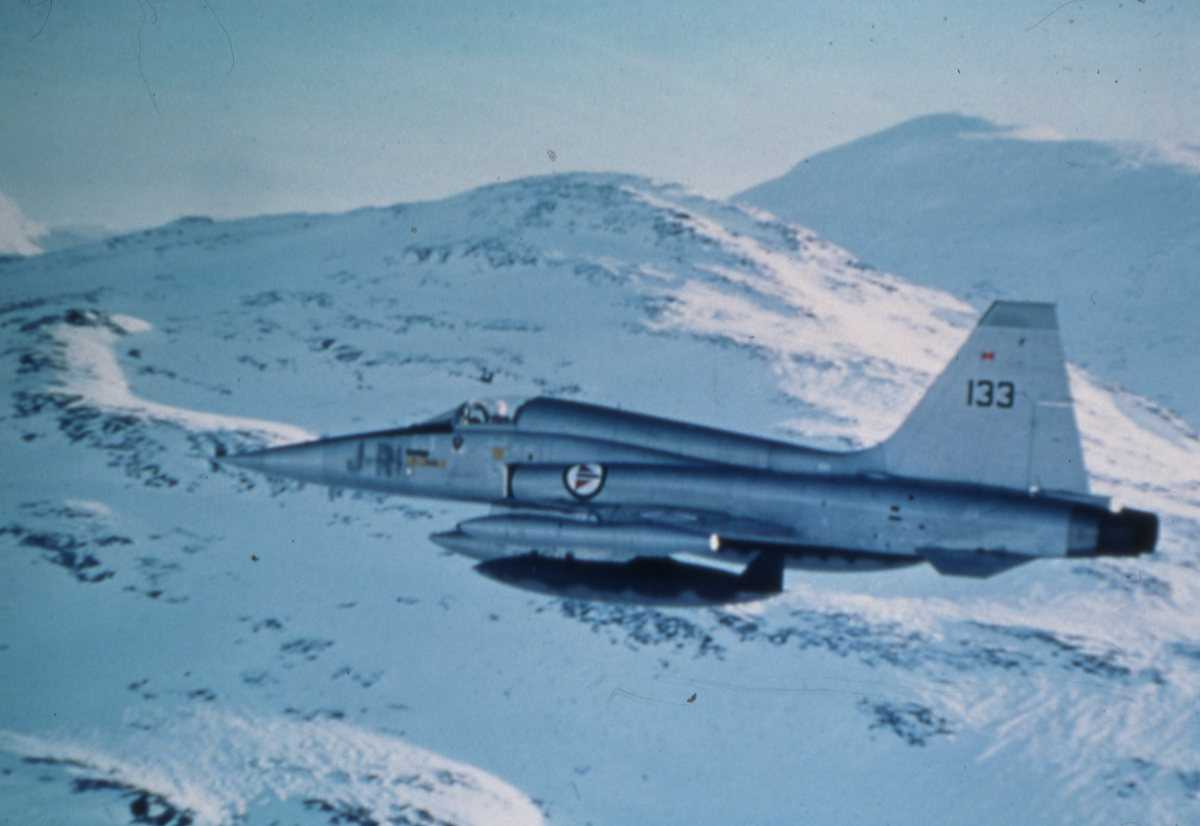 Norsk fly av typen Northrop F-5 Freedom Fighter med nr. 133 og merking RI-J.
