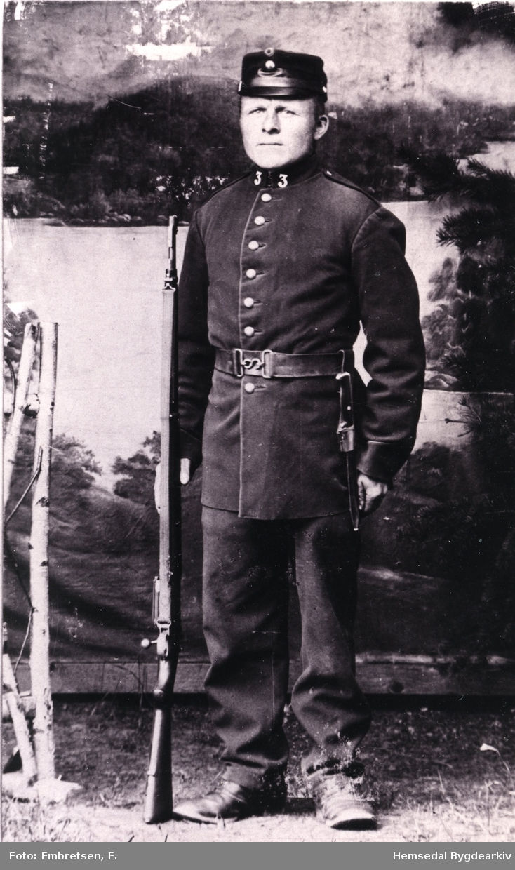 Peder L. Embre (1875-1950). Biletet er teke på Helgelandsmoen