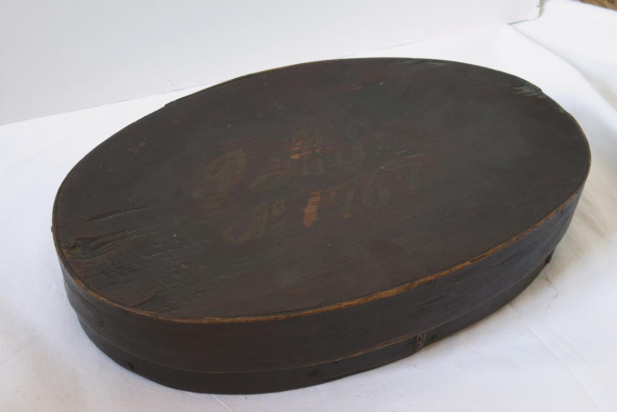 Ovalt skrin med lokk fra 1767.