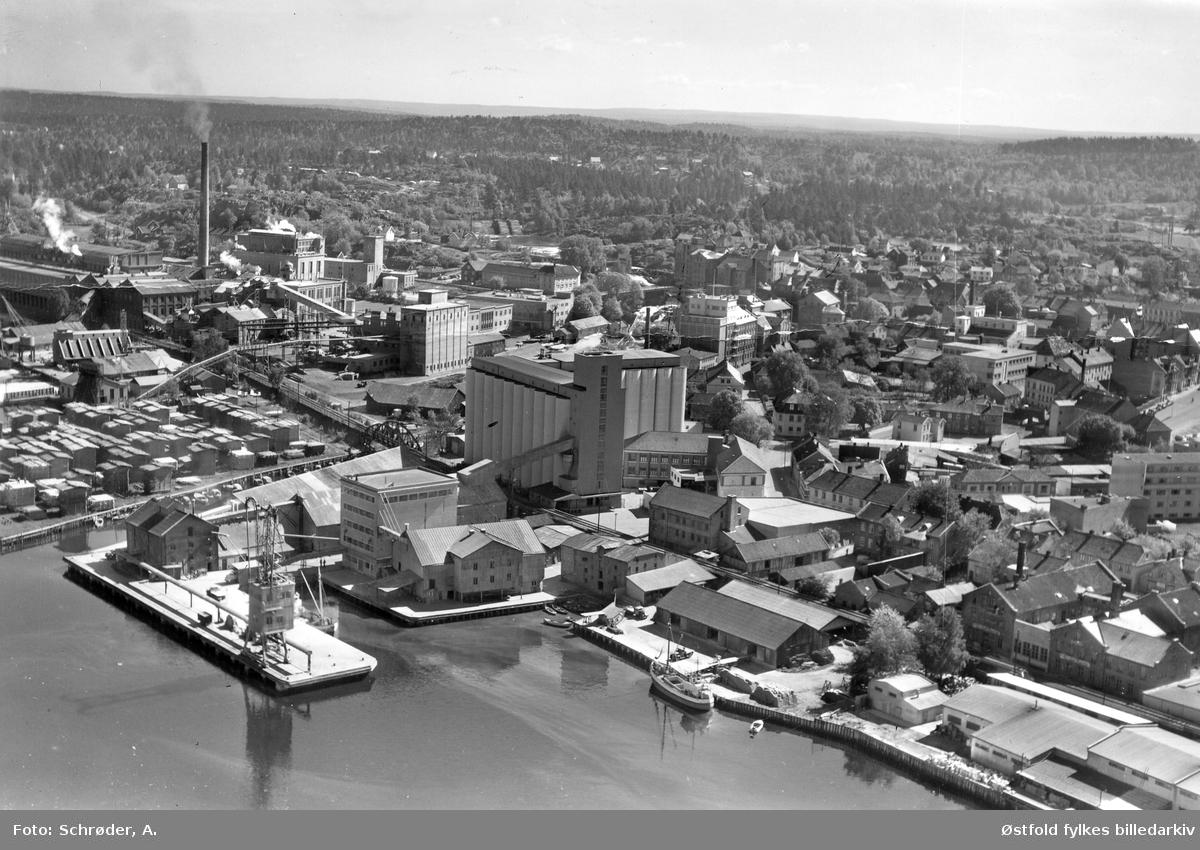 Flyfoto av Moss Aktiemøller i   Moss i 20. mai 1959.