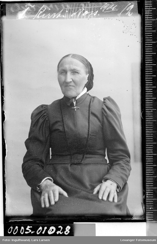Portrett av en eldre kvinne.