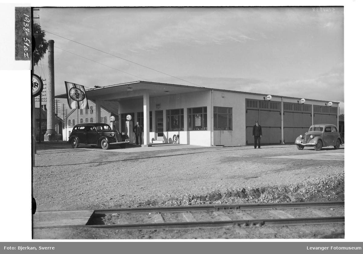 Nor Bensinstasjon (Nordheim),med tysk Ford Eifel 1937-38.