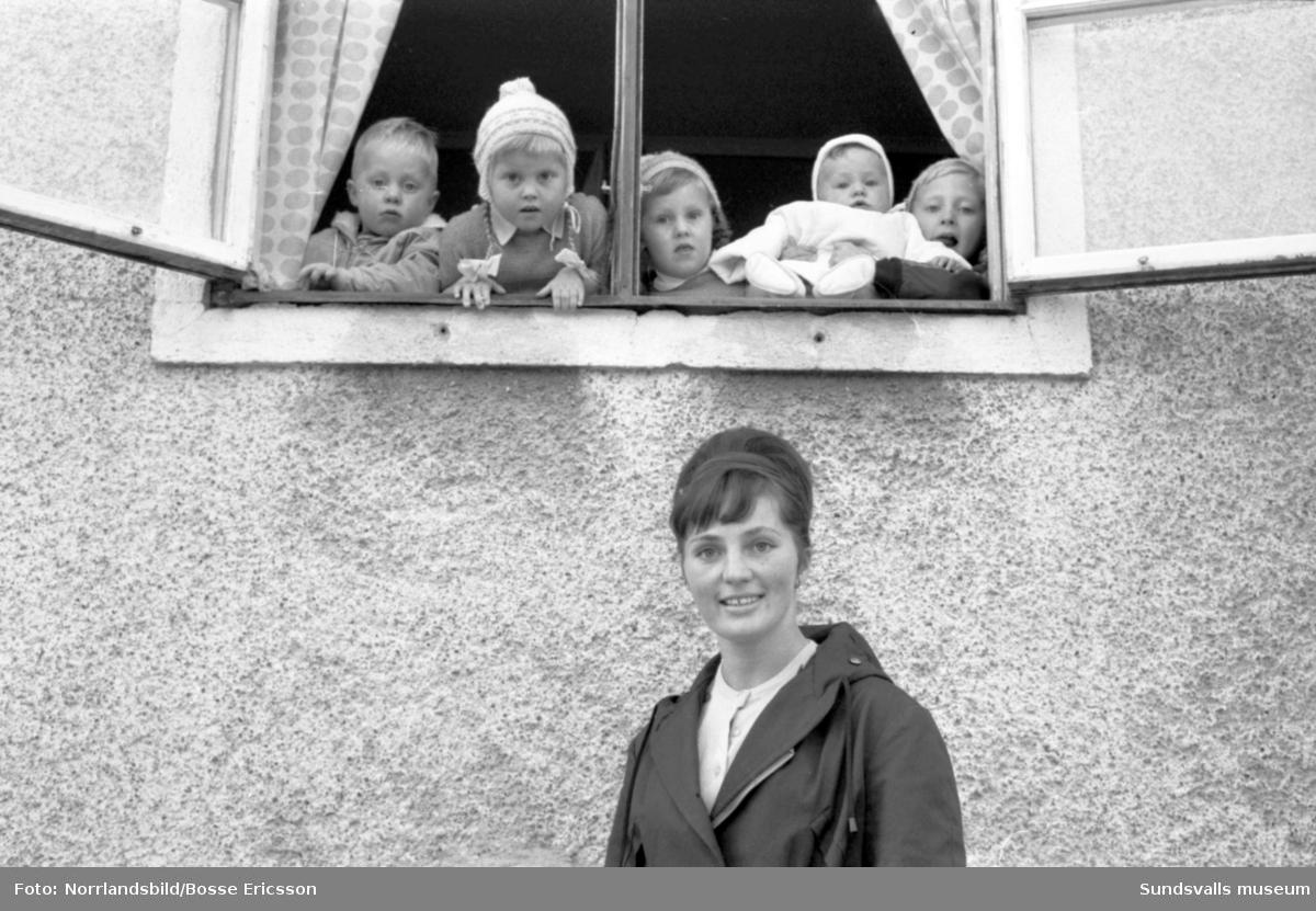 Fru Raili Bergseije, Kvissleby, till final i Veckorevyns tävling Årets mamma.