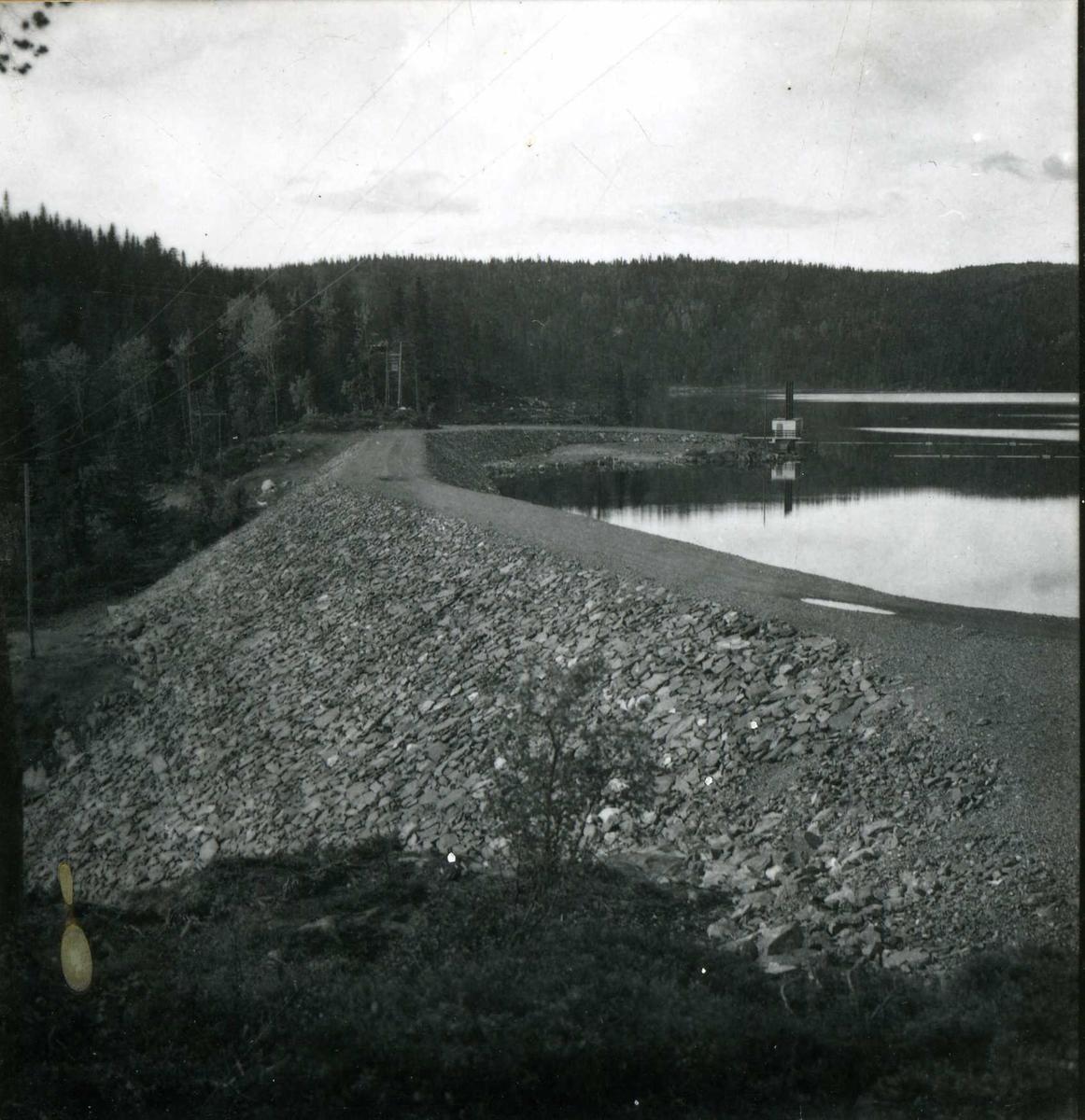 Inntak og dam. Våmarvatn og Kåsvatn. Dambygging