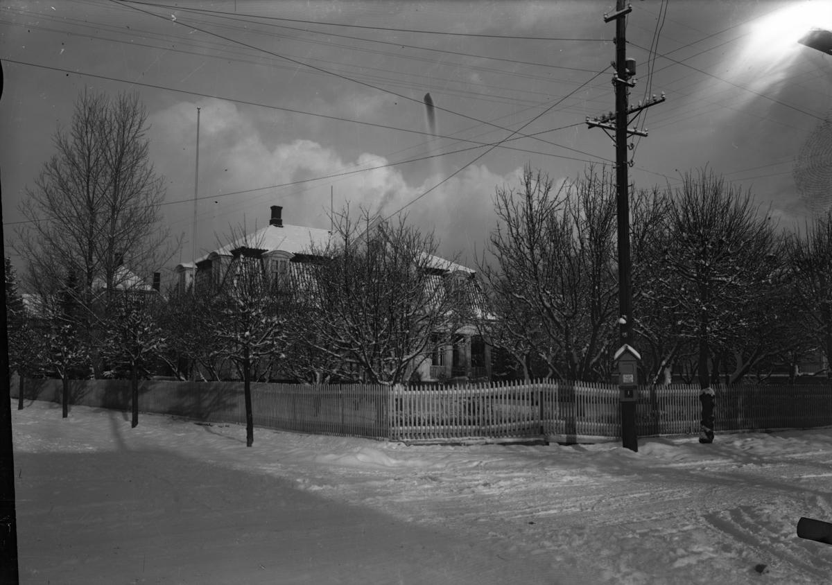 En villa fotografert på vinteren. Hesselbergs gate 42.
