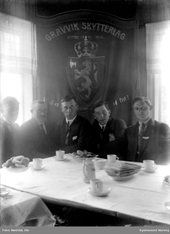 Gravvik skytterlagsstyre. Fra høyre: Jens Årli, Odin Pedersen, formann Jens Gravvik og Ole Mikalsen