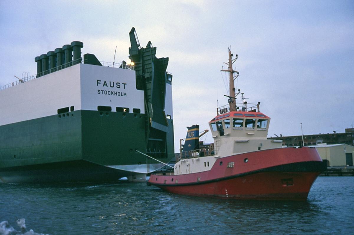 Fartyg: TUG                           Bredd över allt 10,01 meterLängd över allt 31,02 meterByggår: 1980Varv: Åsiverken, ÅmålÖvrigt: Bogserbåten TUG bogserar biltransportfartyget FAUST (b. 1985) i Göteborgs hamn. TUG senare såld till Norge som BUKKEN.