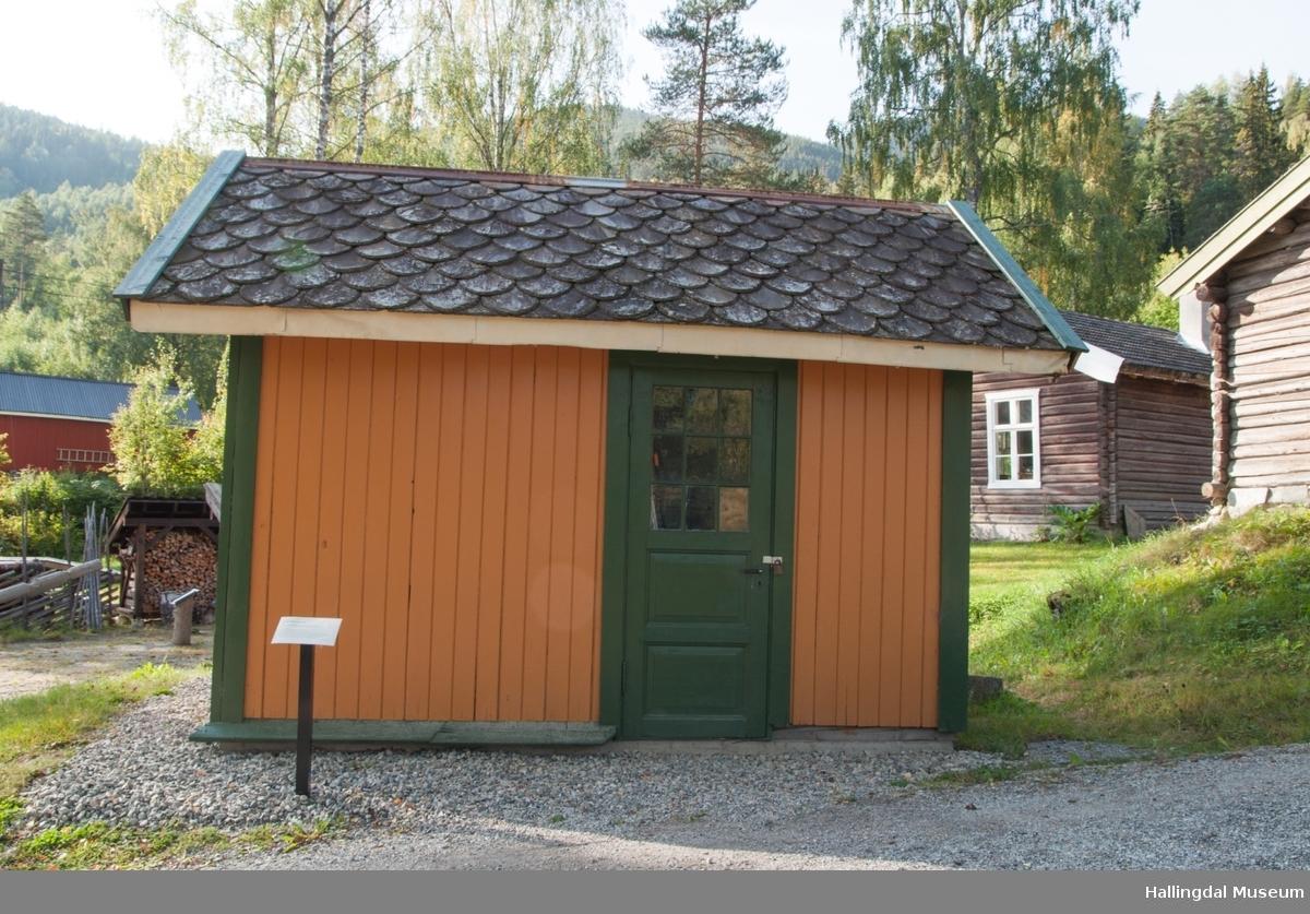 Utedo fra Liodden jernbanestasjon