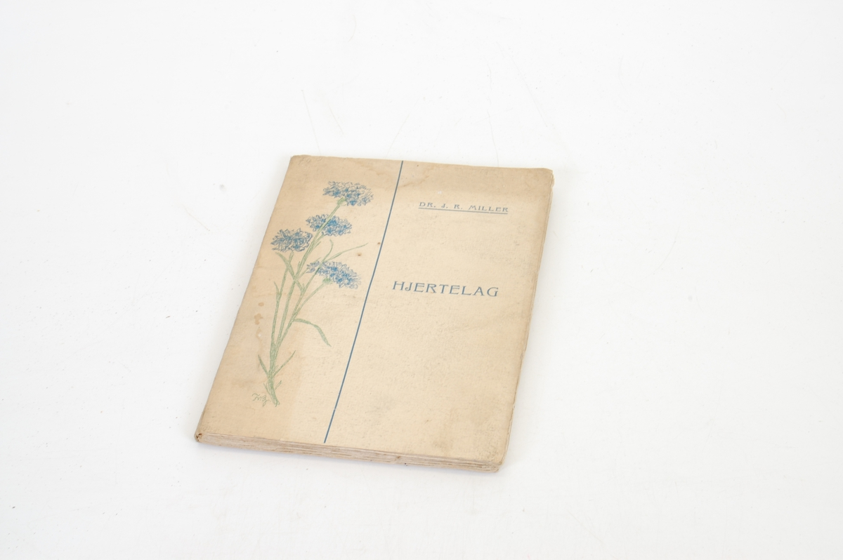 Tegning av blomst på forsiden.