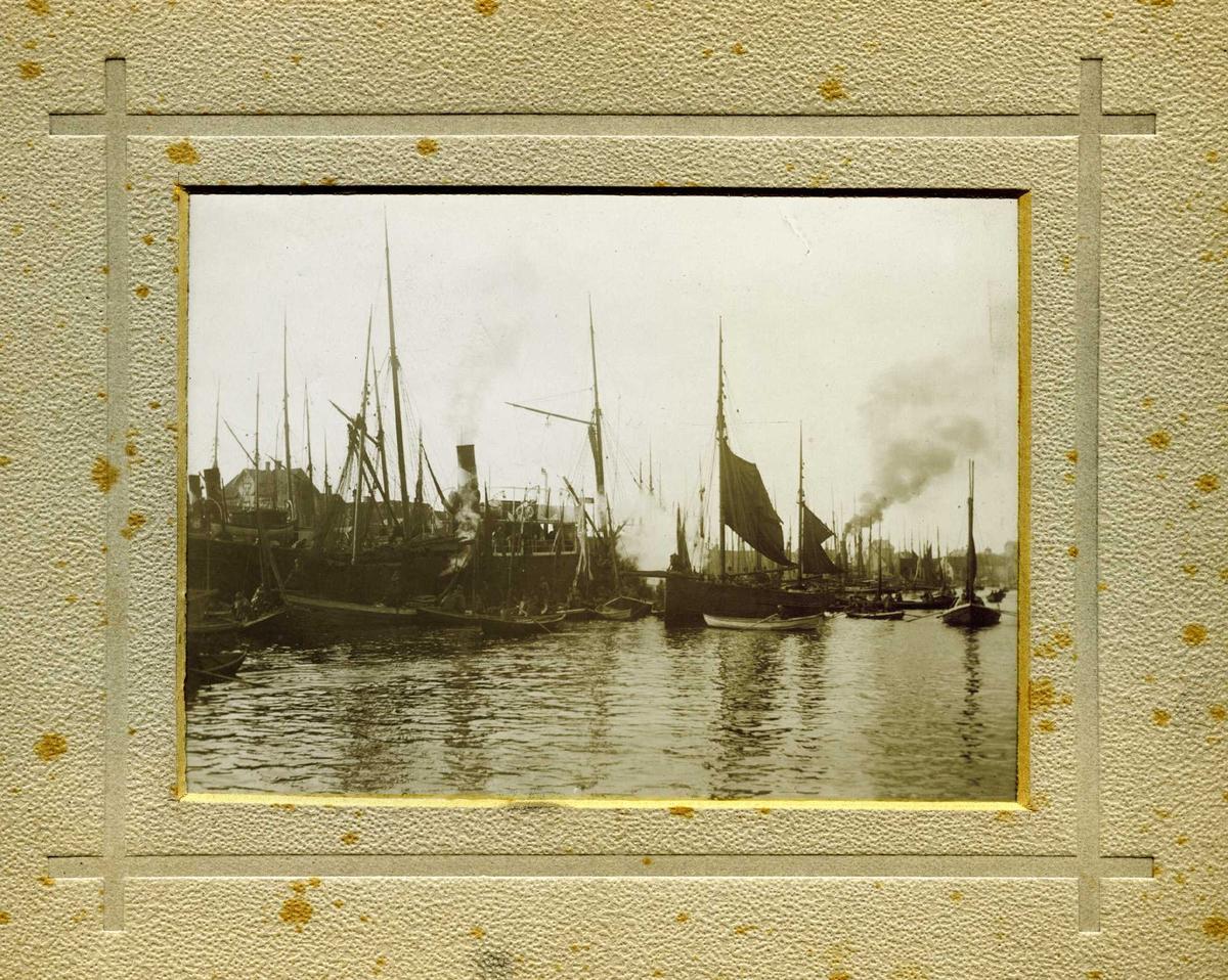 Dampskip - seilskip - havn - småfartøy