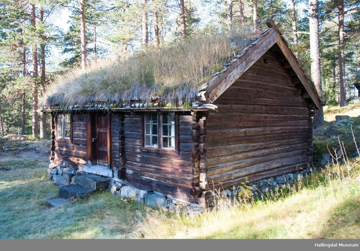 Stugu sto først i Teigen så i Åkreslåtta deretter i Meiebakka