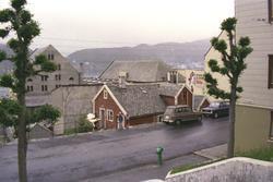 Fotodokumentasjon av et gammelt hus før riving i Øvre Strand