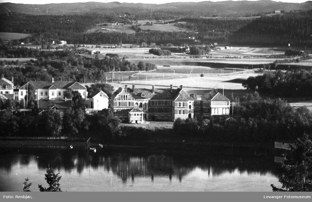 Levanger By sett fra Nesset. Lærerskolen og omlandet.