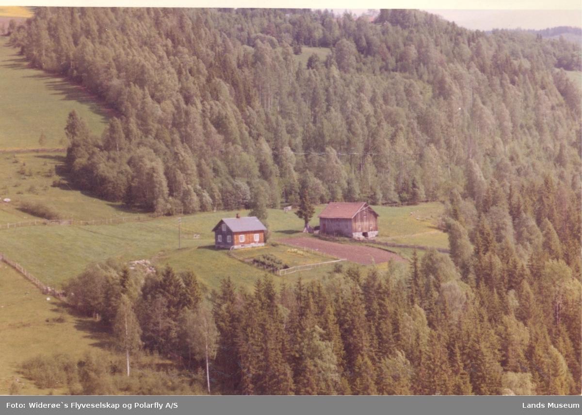 Flyfoto Helgerud på Østsinni