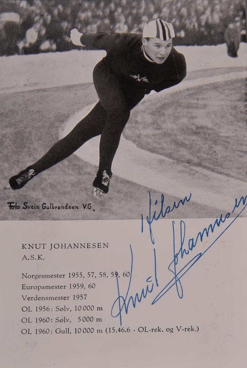 Kort med atuograf av Knut Johnnesen.