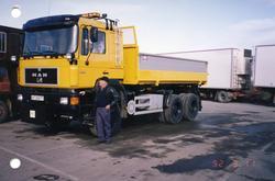 Ola Svingen med ny lastebil i 1992