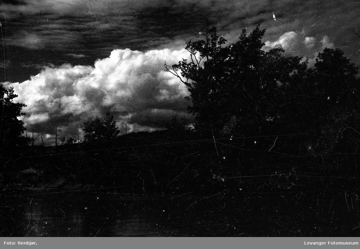 Regn, lyn og torden på anmarsj.