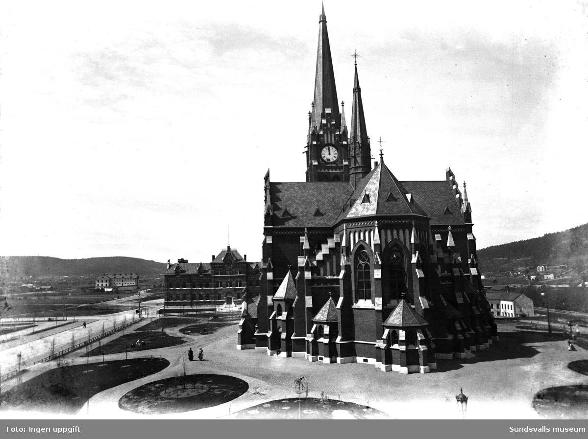 Den nybyggda Gustav Adolf Kyrkan med Flickskolan och Kronohäktet i bakgrunden.