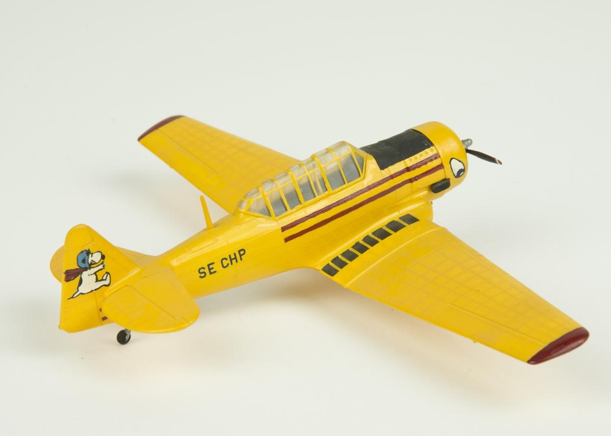 Flygplanmodell av Sk 16, North American/Noorduyn AT-16. Dekorerad med Snobben och SE-CHP