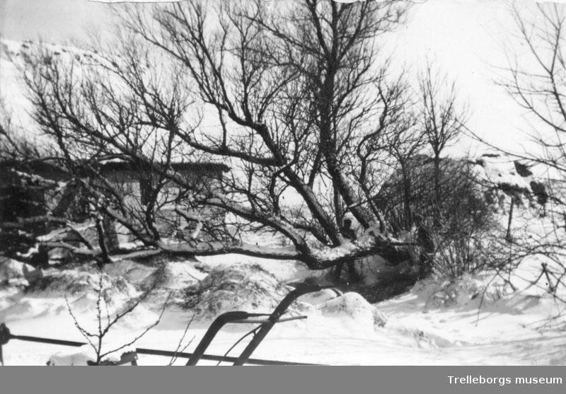 Snö och isvinter 1942 omkring 18 Mars, negativ 70:3444 Tommarpsvägen.