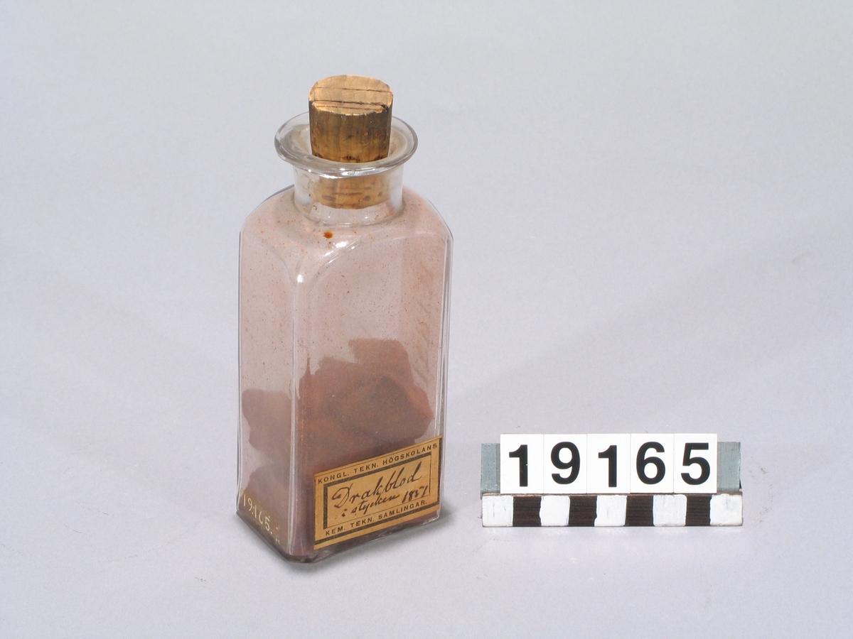 """I stycken. KTH:s etikett: """"Drakblod i stycken 1851""""."""