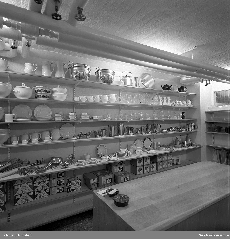 Ali Glas & Porslin, nyöppnad affär i Thulehuset vid Kyrkogatan.