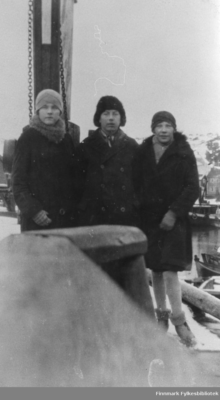 Noen sangere fra sangkoret i Kiberg. Fra v.: Mildrid Pedersen, Sofus Jørgensen, Mally Bendiksen.
