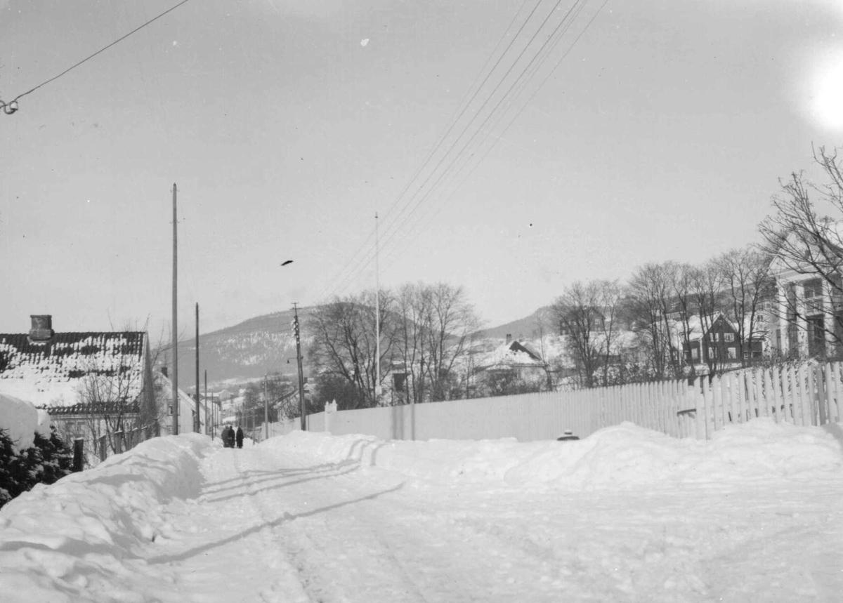Gamleveien, nordover ved Busterud. Holme.