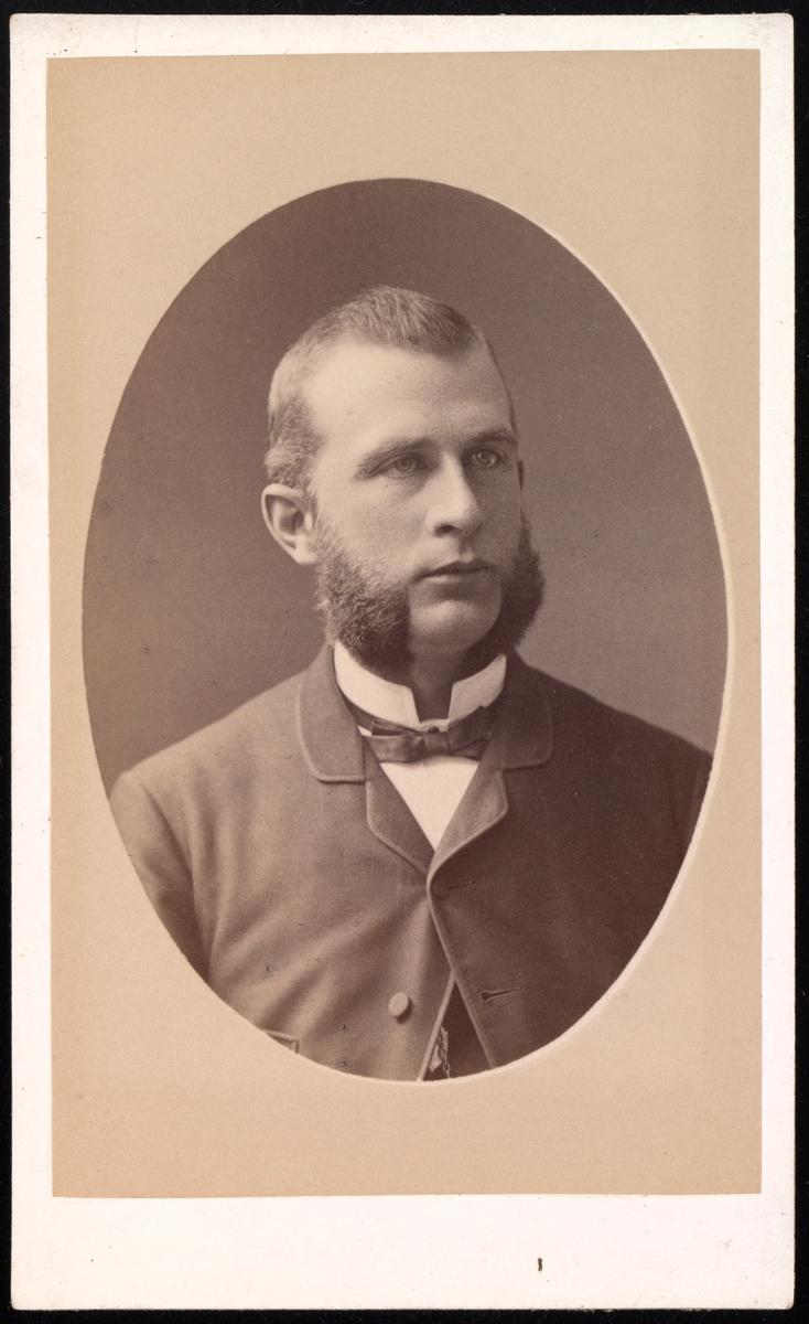 Portrett av August Wetlesen.