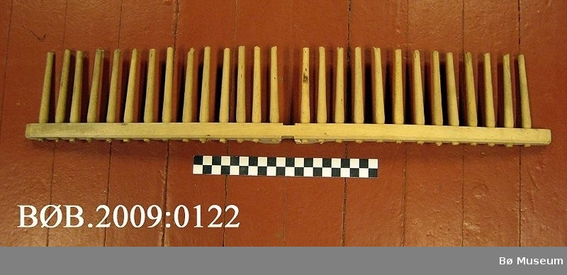 Tetttinda rivehovud med 27 tindar (tettinda)