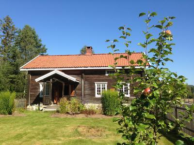 Storbråtenhuset og hagen. Foto/Photo