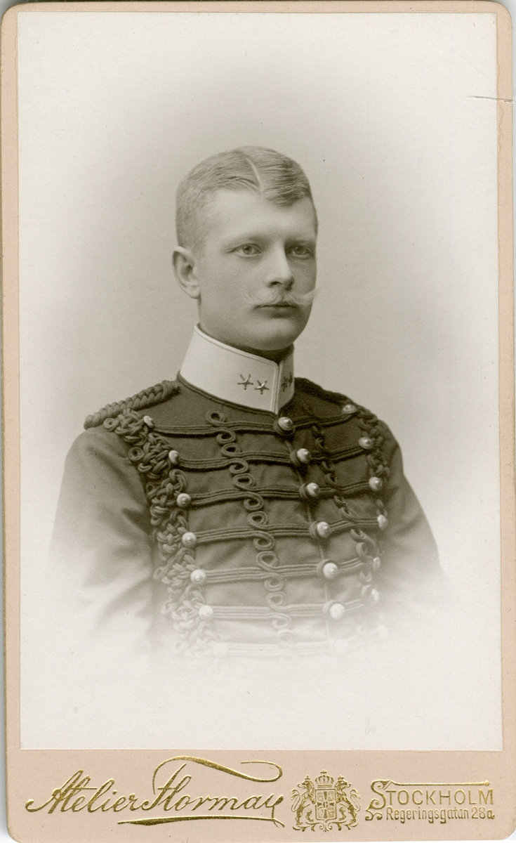 Porträtt av Otto Magnus Francke, officer vid Wendes artilleriregemente A 3. Se även AMA.0007335, AMA.0007266, AMA.0009474 och AMA.0007235.