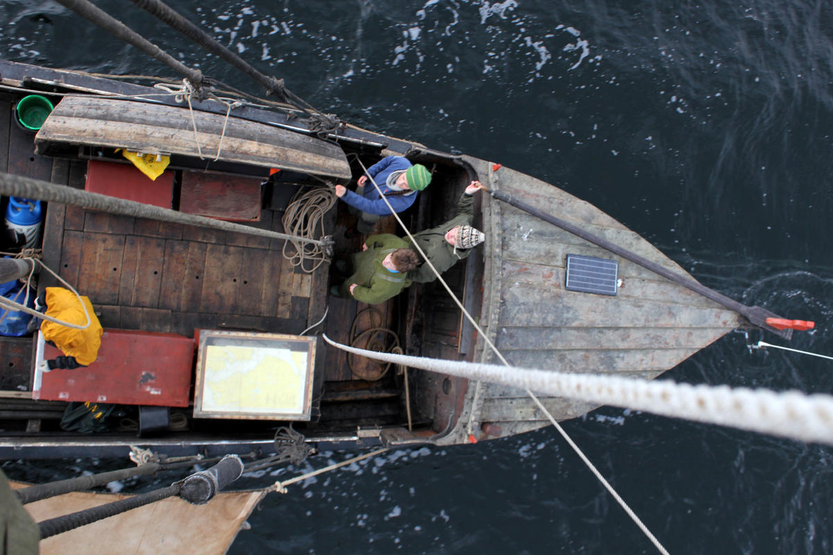 Life onboard an åfjordsbåt under sail.