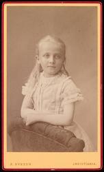 Portrett av Elise Mathiesen.