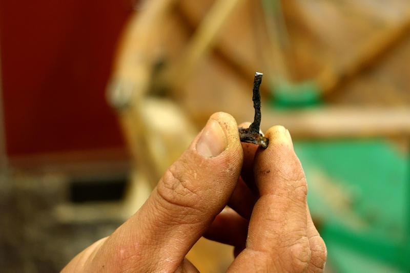 Gammel saum må i noen tilfeller byttes, spesielt hvis de har vært utsatt for galvanisk korrosjon pga krypstrøm. (Foto/Photo)