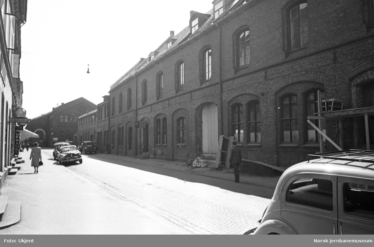 Oslo Ø, bygningene i Jernbanegaten