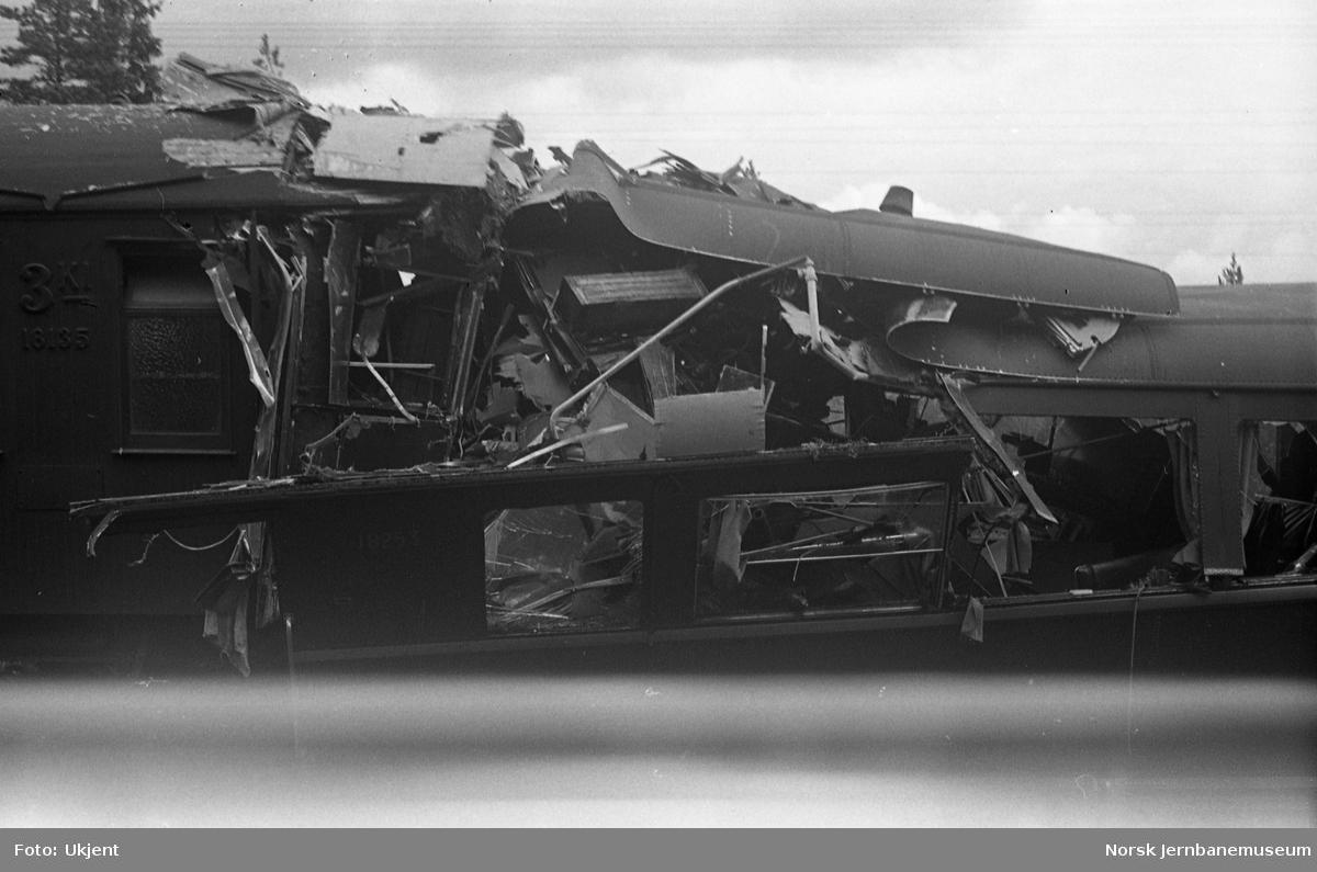 Kollisjon mellom togene 213 og 609 mellom Nittedal og Åneby 7. august 1948 - fremste vogn i motorvogntoget